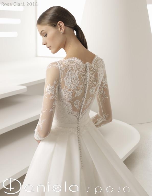 Gli abiti da sposa eterei e sensuali della collezione 2018 di Rosa ... e31abcd34df