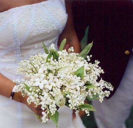 Bouquet Sposa Quali Fiori.Bouquet Quali Fiori Usare Daniela Sposa Abiti Da Sposa